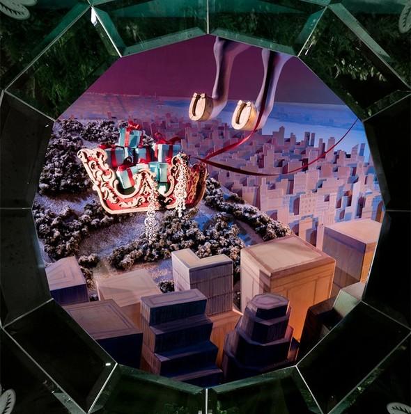 10 праздничных витрин: Робот в Agent Provocateur, цирк в Louis Vuitton и другие. Изображение № 54.