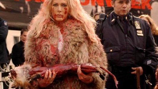 Главные протесты в моде: От человеческих волос до голой демонстрации. Изображение № 13.