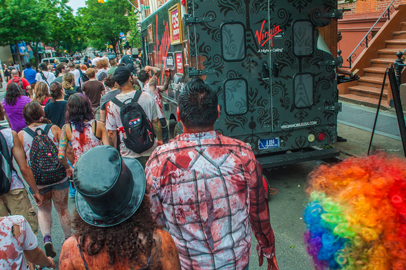 Зомби парад в Нью Йорке. NYC Zombie Crawl.. Изображение № 48.