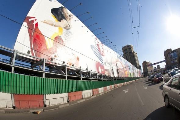 MTC продвигает граффити в центре Москвы. Изображение № 1.
