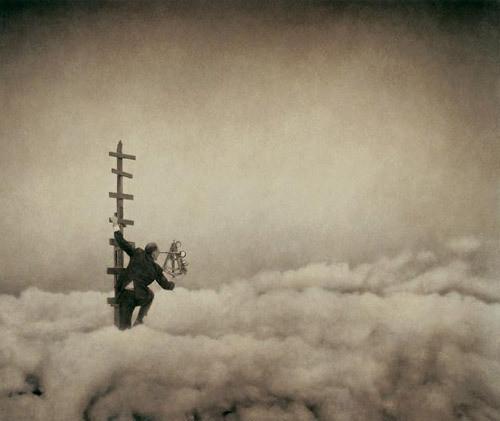 Еще восемь фотографов сюрреалистов. Изображение № 1.