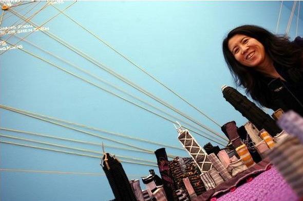 «Город вчемодане» китайской художницы YinXiuzhen. Изображение № 12.