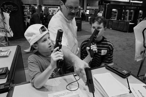Америка - нация оружия. Фотографии Зеда Нельсона. Изображение № 8.