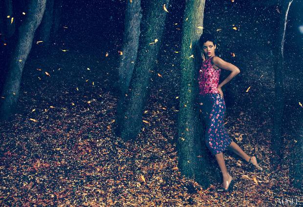 Рианну сняла Энни Лейбовиц для ноябрьского Vogue US.. Изображение № 7.