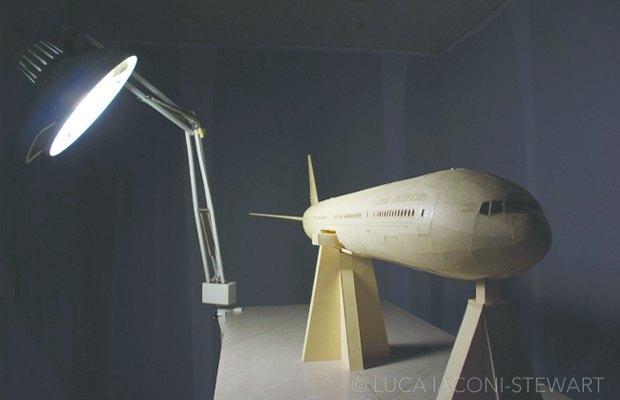 Школьник создал точную копию Boeing 777 из бумаги. Изображение № 3.