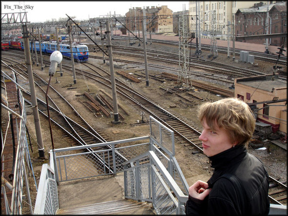 Один заодним идут поезда, воспаляя наши глаза. Изображение № 5.