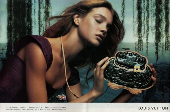 Архивная съёмка: Кейт Мосс, Наталья Водянова и другие для Louis Vuitton SS 2002. Изображение № 5.