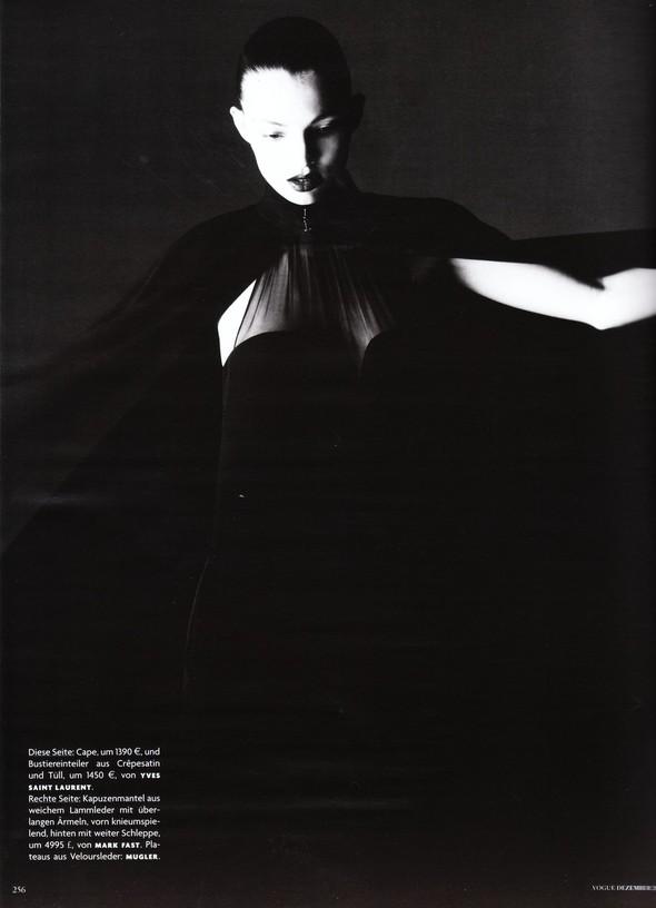 Съёмка: Карола Ремер для Vogue. Изображение № 13.