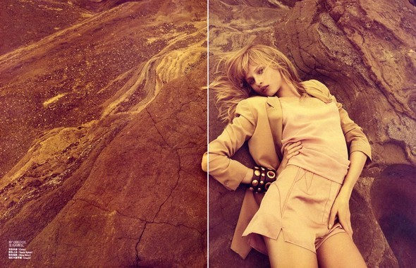 Anna Selezneva in Vogue China July 2009 by Camilla Akra. Изображение № 11.