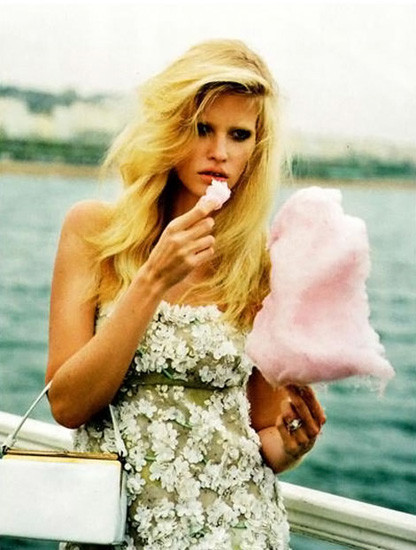 Модели ели: 22 гастрономических снимка из модных журналов. Изображение № 13.