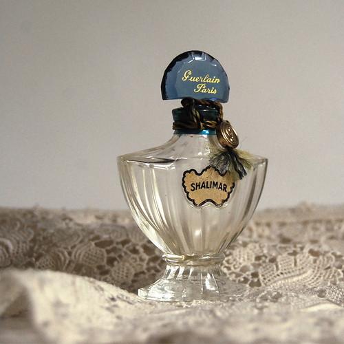 Самые красивые флаконы парфюма. Изображение №1.