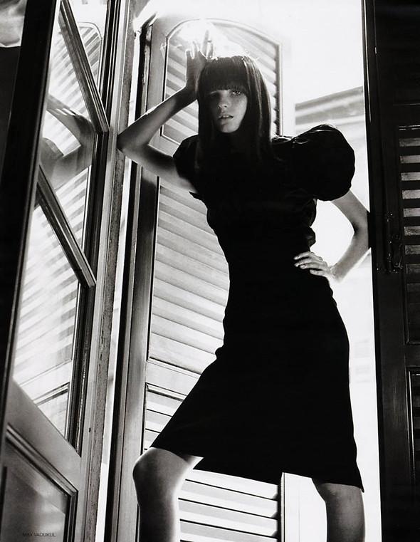 Архивная съёмка: Макс Вадукул для российского Vogue, 2002. Изображение № 5.