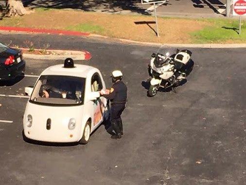 Машину Google на автопилоте остановили за низкую скорость . Изображение № 1.