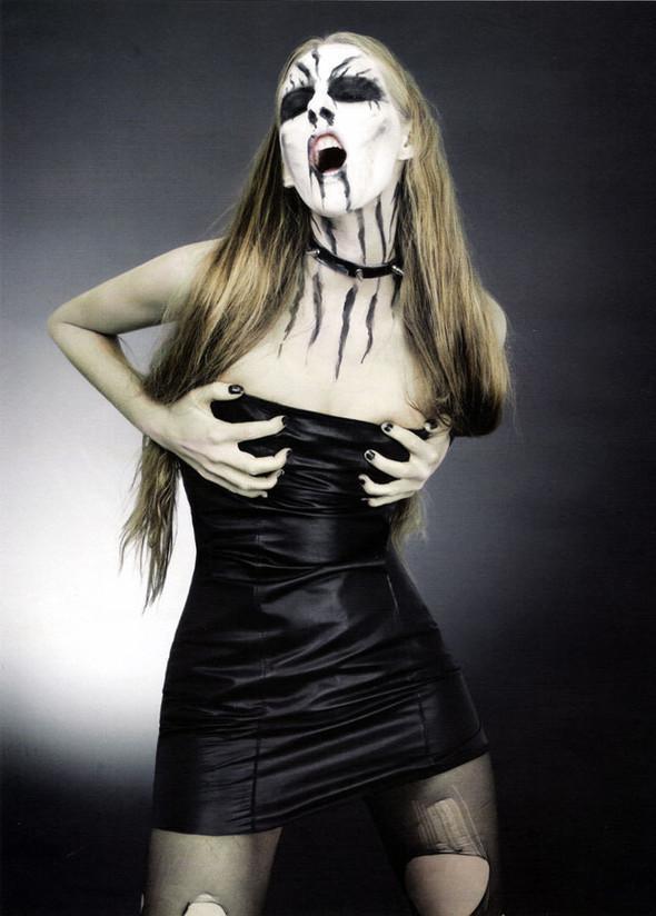 Блек-металлические барби, D-Mode, май'08. Изображение № 3.