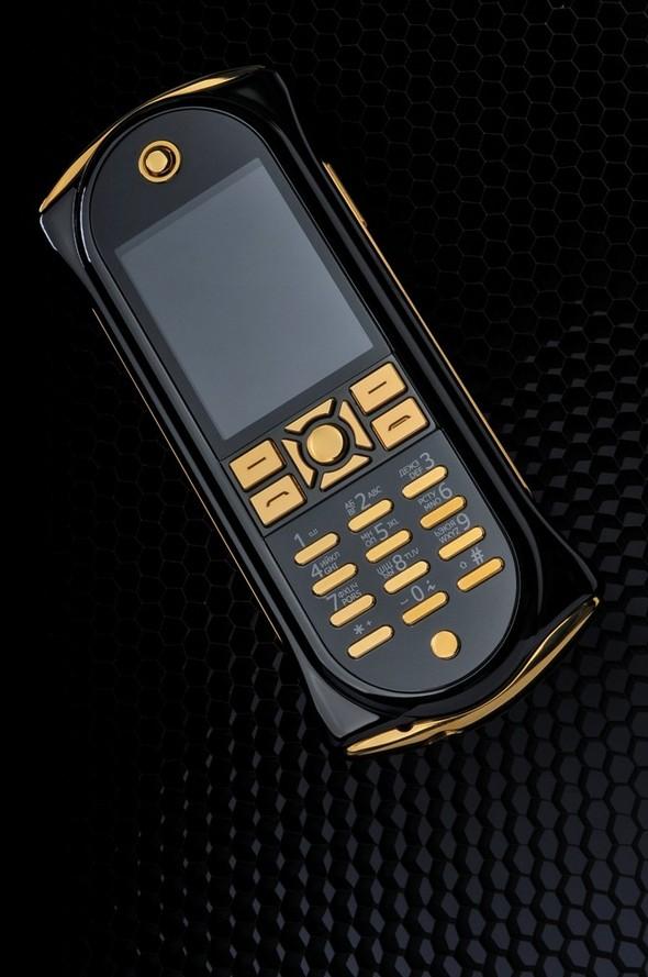 The Q - когда мобильный телефон подчеркивает безупречный статус. Изображение № 2.