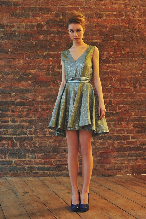 СW81 платье состав:50% шелк, 50% люрекс размеры: s. Изображение № 19.