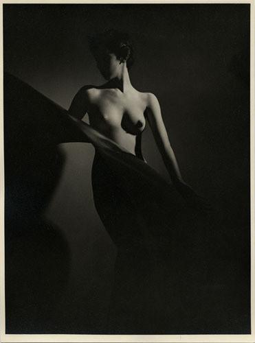 Части тела: Обнаженные женщины на винтажных фотографиях. Изображение №121.