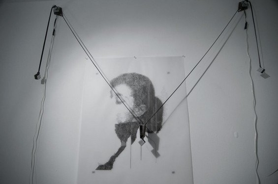 Робот рисует за художника его картины. Изображение № 5.