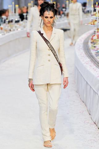 Chanel показали пре-осеннюю коллекцию. Изображение № 7.