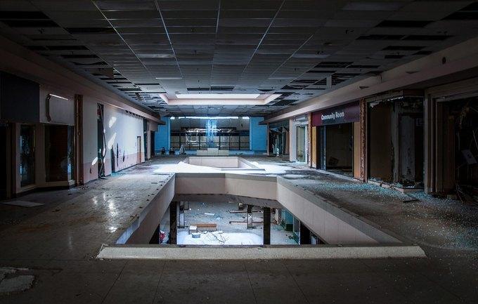 Фото: заброшенный торговый центр в США. Изображение № 17.