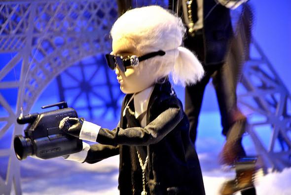 10 праздничных витрин: Робот в Agent Provocateur, цирк в Louis Vuitton и другие. Изображение № 16.