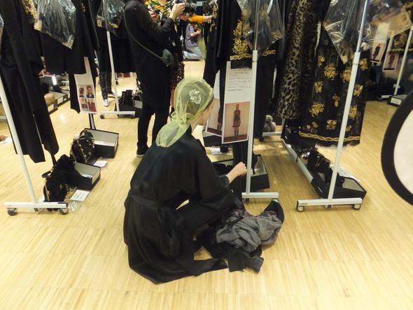 На бэкстейдже показа Dolce & Gabbana. Изображение № 29.
