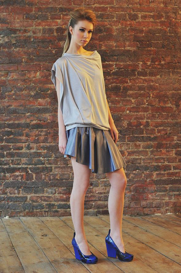 CW22 блуза серая, состав:90% хлопок, 10% люрекс размеры: s/m  СW52 юбка серая состав:70% хлопок, 30% шелк размеры: s. Изображение № 27.