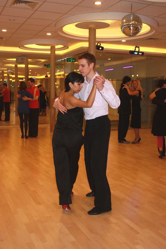 Главное в танго – правильно обнять женщину!. Изображение № 1.