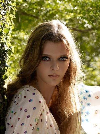 Маша Тельна – модель судивительно большими глазами. Изображение № 2.