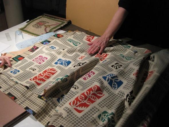 Ручная набойка по ткани: Е.А.Шнайдер и Н.Чурбакова. Изображение № 11.