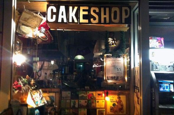 Нью-Йорк, культовый клуб Cake Shop. Изображение № 1.