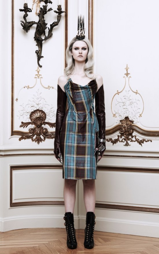 Вышли новые лукбуки Alexander McQueen и Moda Operandi. Изображение № 25.