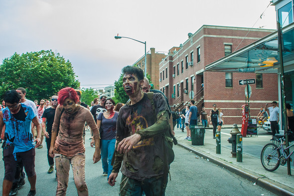 Зомби парад в Нью Йорке. NYC Zombie Crawl.. Изображение № 39.