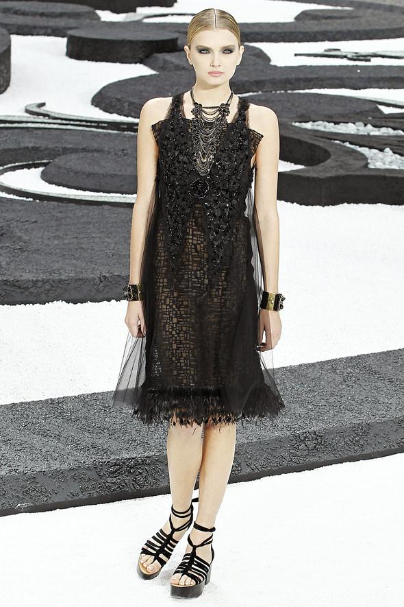 Карл Лагерфельд показал одну из самых красивых коллекций, когда-либо созданных для Chanel. Изображение № 59.