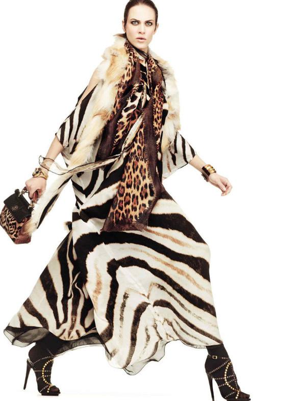 Лукбук: Эмелин Валад и Ольга Шерер для Roberto Cavalli FW 2011. Изображение № 4.