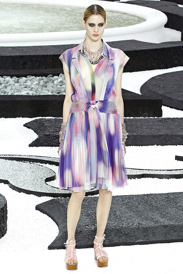 Карл Лагерфельд показал одну из самых красивых коллекций, когда-либо созданных для Chanel. Изображение № 38.