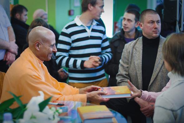 """Презентация книги Радханатха Свами """"Путешествие домой"""" 26.03.2012. Изображение № 1."""