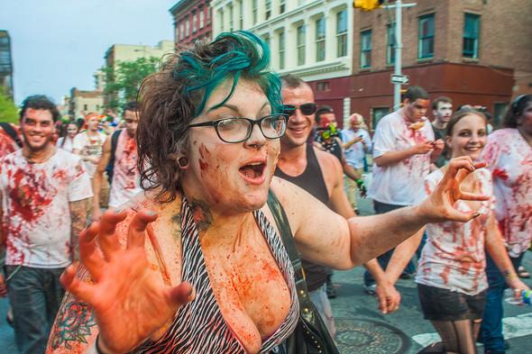 Зомби парад в Нью Йорке. NYC Zombie Crawl.. Изображение № 19.