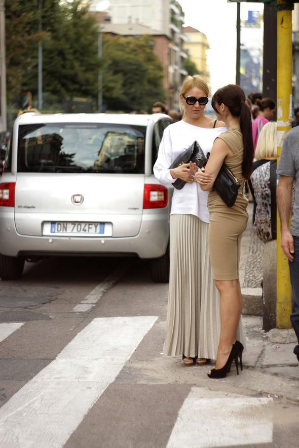 Уличная мода на Milan Fashion Week: день 1. Изображение № 1.