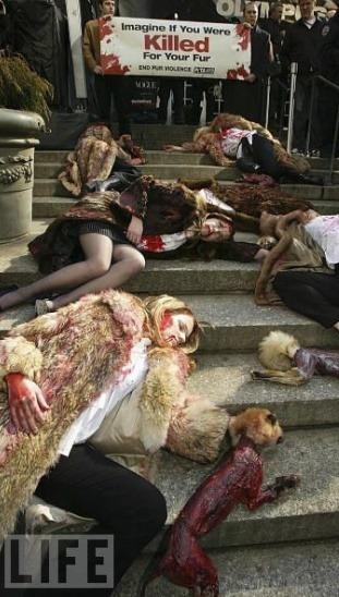 Главные протесты в моде: От человеческих волос до голой демонстрации. Изображение № 14.