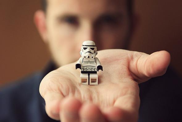 Крис Маквей и его игрушечный мир. Изображение № 1.