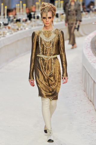 Chanel показали пре-осеннюю коллекцию. Изображение № 44.