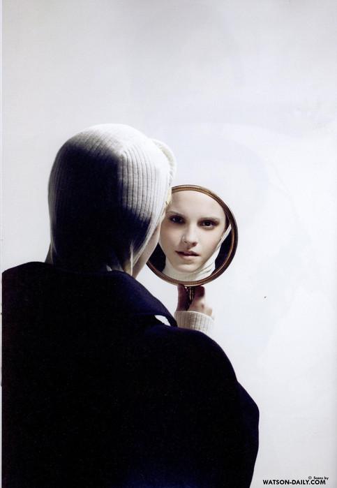 Карл Лагерфельд снял Эмму Уотсон дляжурнала Crush. Изображение № 5.