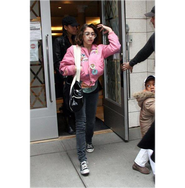 Мадонна создает одежду вместе с дочерью. Изображение № 8.
