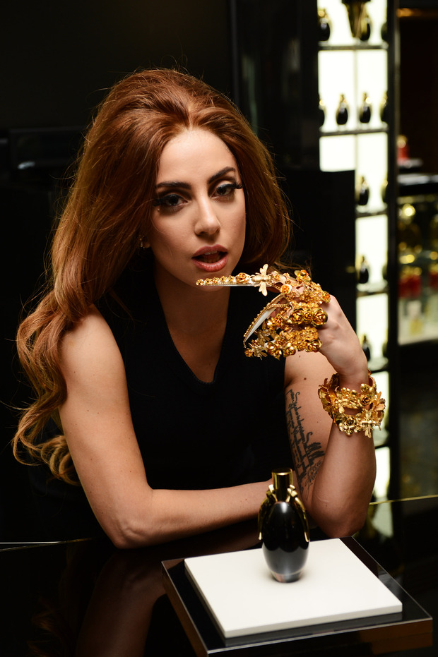 Леди Гага представила в Harrods духи FAME. Изображение № 2.