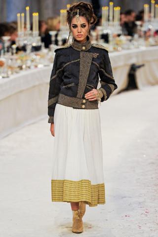 Chanel показали пре-осеннюю коллекцию. Изображение № 56.