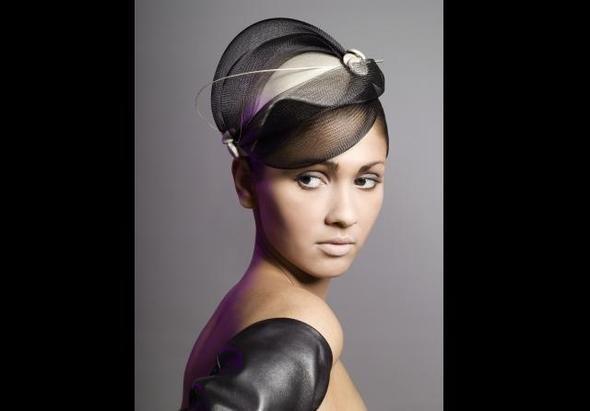 Изображение 3. Дамских шляп мастерица.. Изображение № 1.