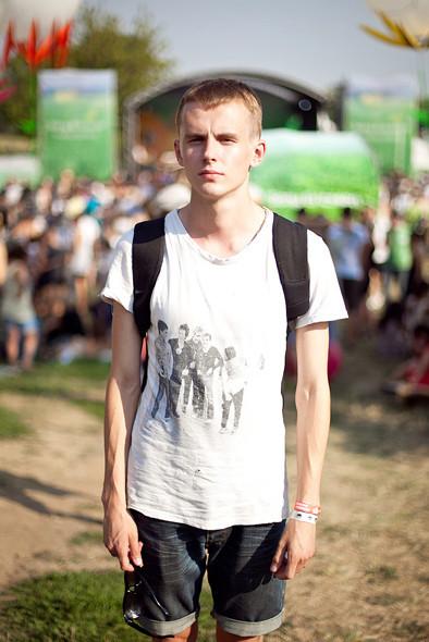 Изображение 4. Люди в футболках музыкальных групп на Пикнике «Афиши».. Изображение № 10.