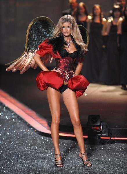 Victoria's Secret Fashion Show 2009–2010. Изображение № 13.