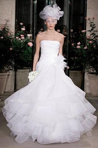 """""""Выбираем свадебное платье!"""" 93 идеи ведущих дизайнеров. Изображение № 32."""